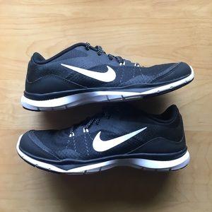 Black and White Nike Training Flex TR 5